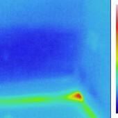 Thermogramm aufsteigende Feuchte über dem Hotspot