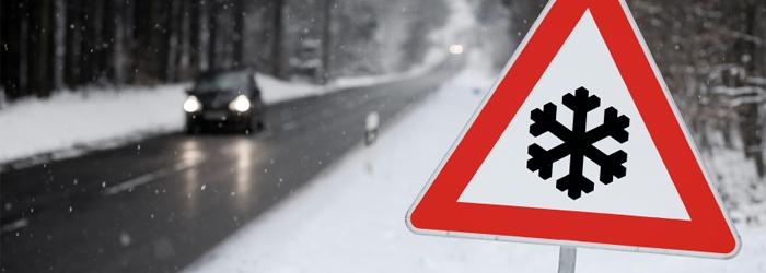 Vorsicht beim Autofahren bei Wind und Wetter