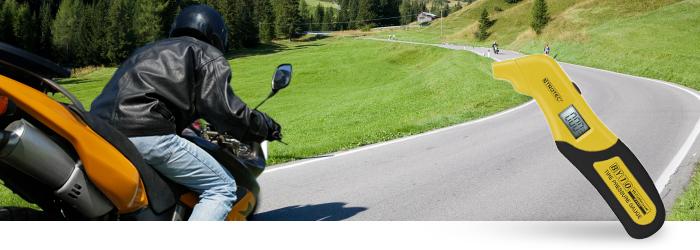 Reifendruck messen beim Motorrad
