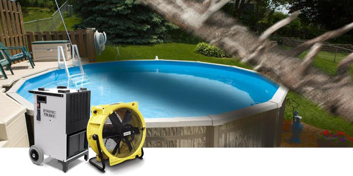 Bautrockner und Ventilator neben Pool
